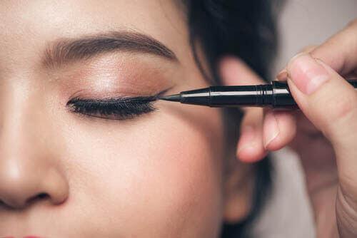 Maquillage : 5 choses à éviter si vos yeux sont petits