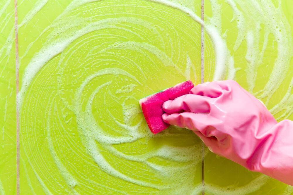 5 astuces pour se débarrasser des résidus de savon dans la douche