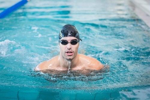 Comment apprendre à nager dans une piscine