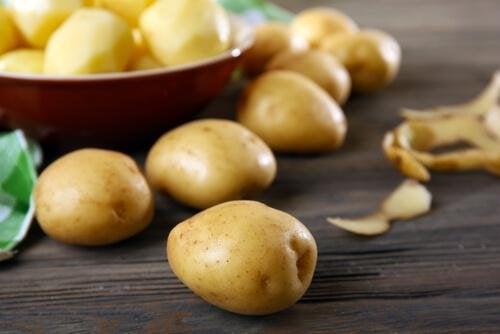 Les pommes de terre accompagnent parfaitement le poulpe à la galicienne