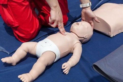 Comment réanimer un bébé ?