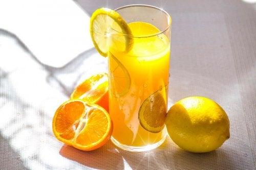 Smoothies véganes à base d'oranges