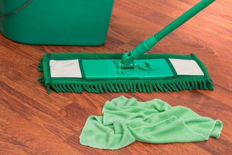 Préparer un nettoyant aux agrumes pour désinfecter la maison