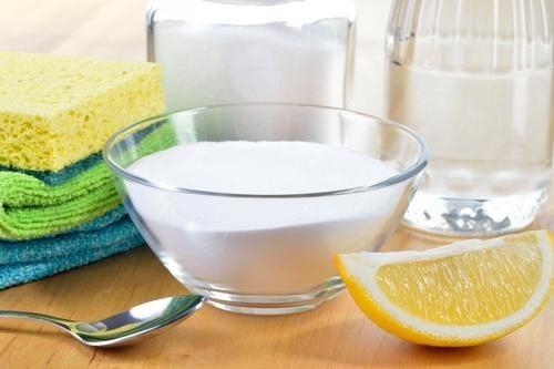 vinaigre et détergent pour éliminer les résidus de savon