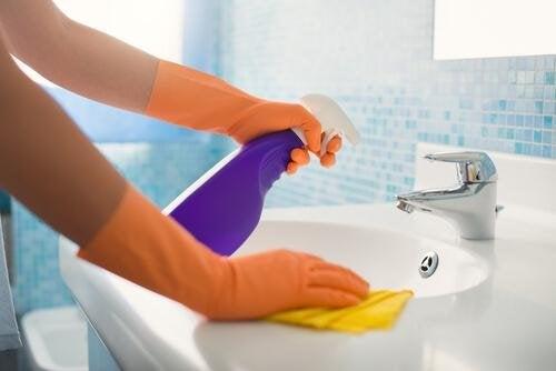 Astuces de nettoyage pour la salle de bains