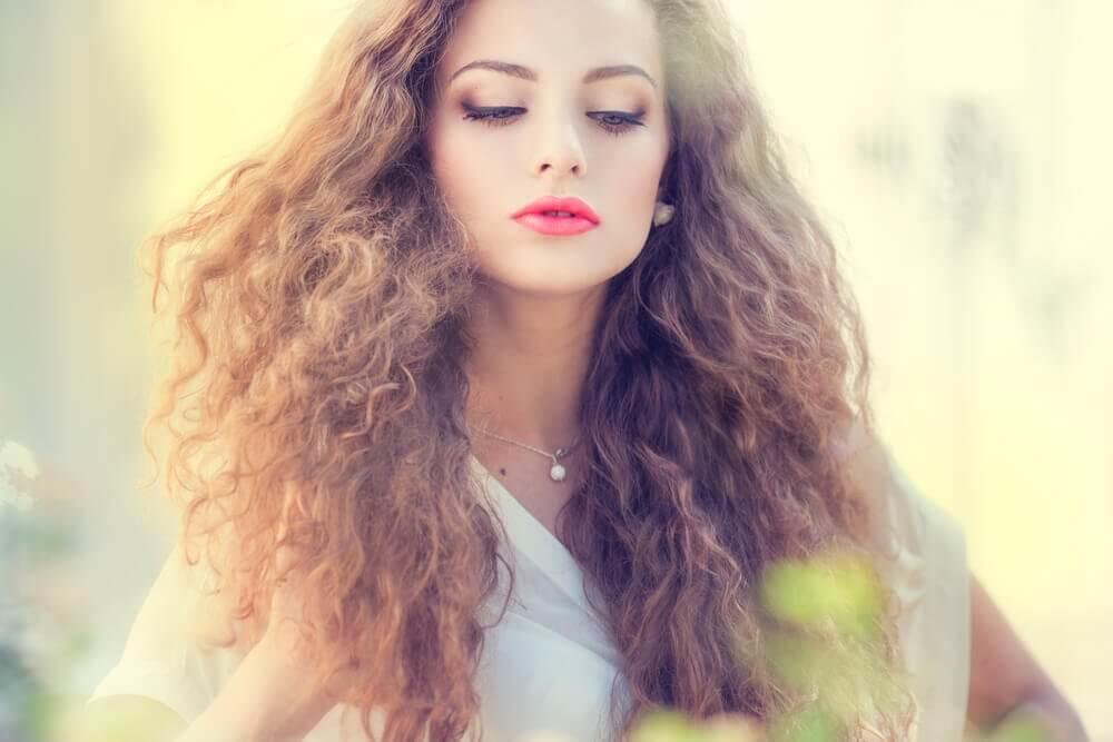 5 masques capillaires naturels pour éviter l'effet électrique des cheveux