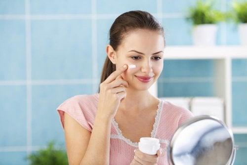 4 crèmes pour la nuit qui donneront à votre visage un aspect parfait