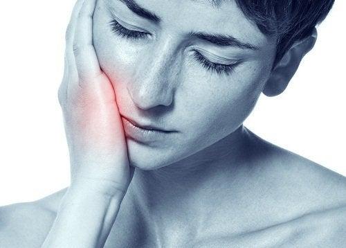 Remèdes naturels pour traiter les maux de dents