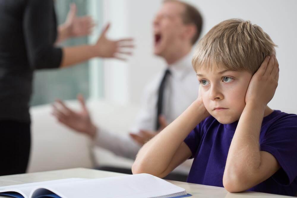 5 répercussions des disputes des parents chez l'enfant