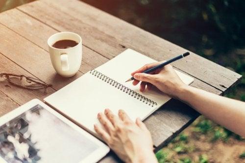 les bienfaits d'écrire pour être de bonne humeur