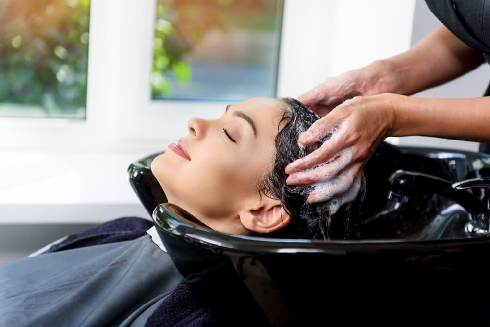Une visite chez le coiffeur : les 5 meilleurs bienfaits