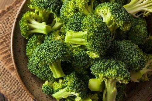 le brocoli a une faible teneur en glucides