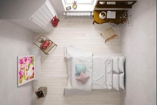 De grands accessoires sont une bonne idée dans une petite chambre