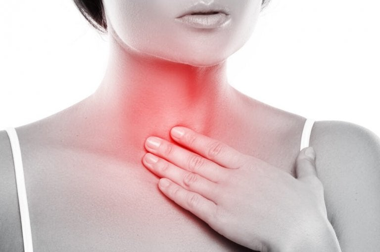 Comment préparer un bain de bouche pour traiter la laryngite ?