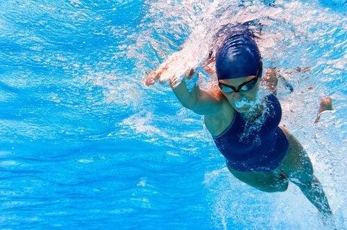 conseils pour améliorer sa technique de natation et surmonter la peur de l'eau