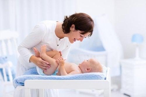 Pourquoi doit-on éviter de baisser le prépuce des bébés ?