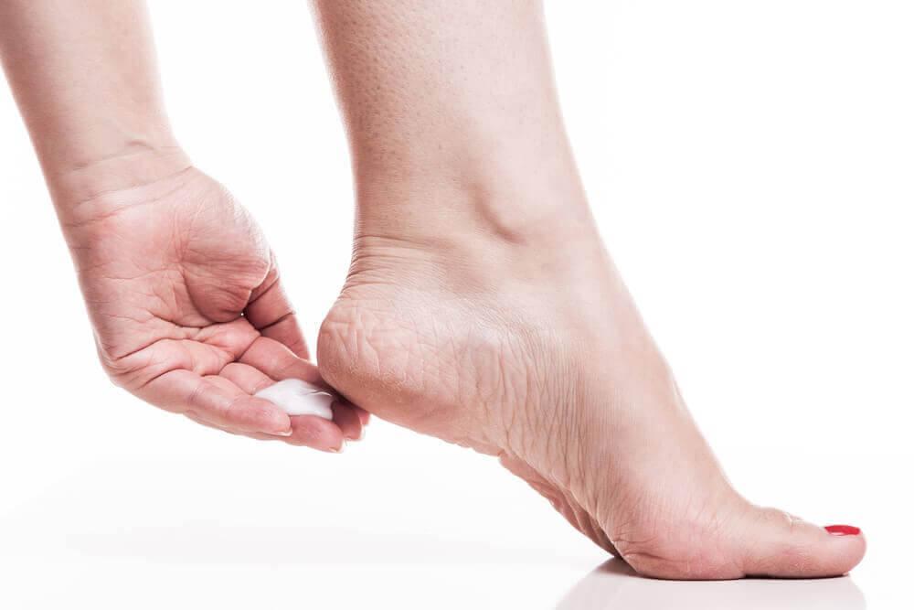 Rugosité des pieds : 7 remèdes naturels