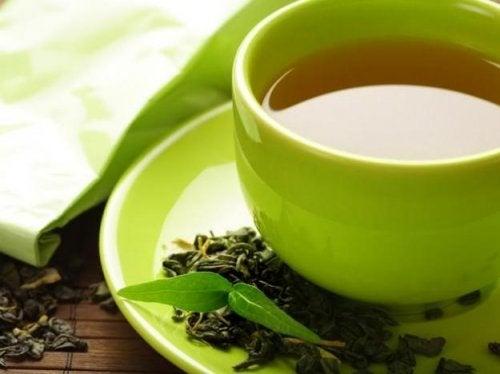 Le thé vert aide à soulager les ballonnements