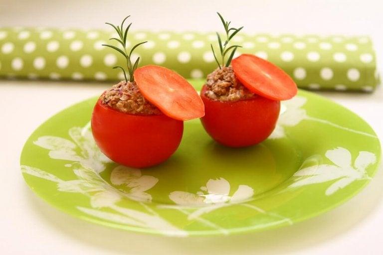 Tomates farcies au thon : recette légère et délicieuse