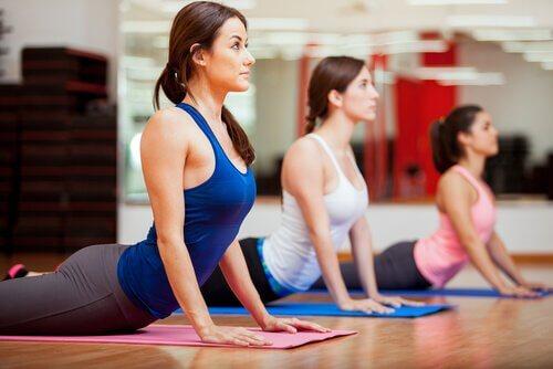 Position de yoga : la posture du Cobra et ses bienfaits