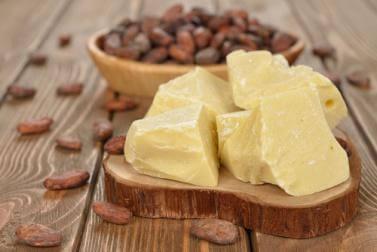 le beurre de cacao pour atténuer les vergetures