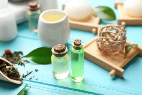 huile essentielle d'arbre à thé contre les puces et les tiques