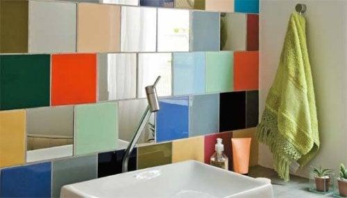 idées déco pour la salle de bains : carreaux colorés