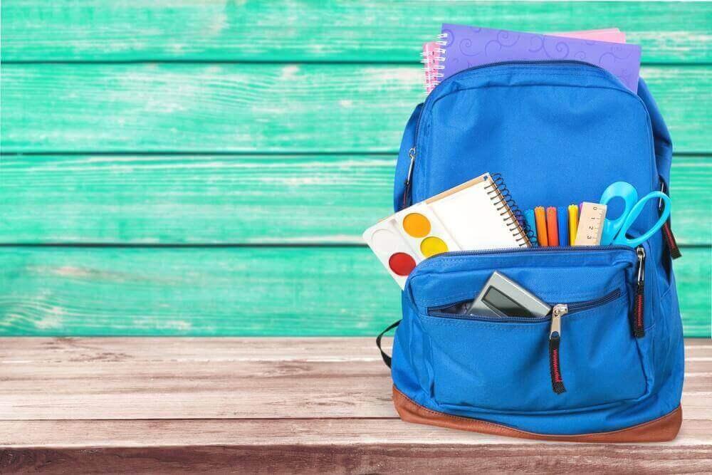 motiver son enfant à étudier après les vacances : le faire participer à l'achat des fournitures scolaires