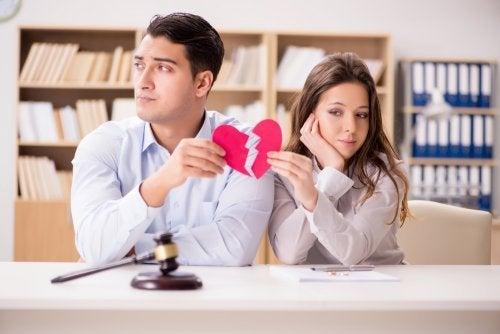 Les différentes phases du divorce au sein d'un couple marié qui se sépare