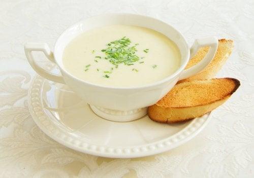 Recettes pour une délicieuse crème de poireaux aux asperges