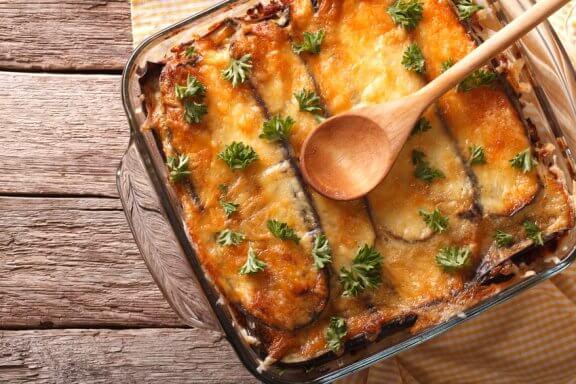 Apprenez à préparer une moussaka grecque grâce à cette recette facile !