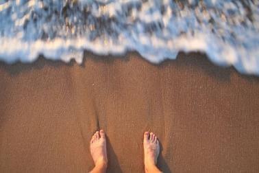 apprendre à nager dans la mer