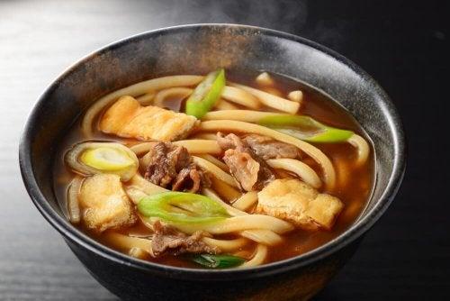 soupe avec nouilles ramen au poulet