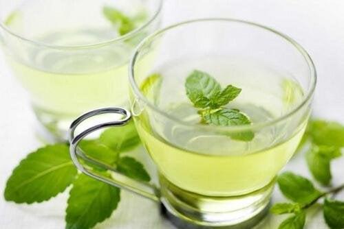 le thé à la menthe contre l'halitose