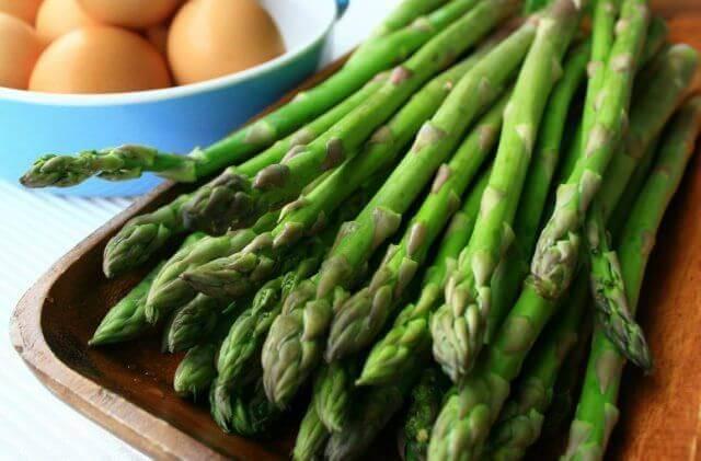 ingrédients nécessaires à la préparation du gaspacho d'asperges vertes