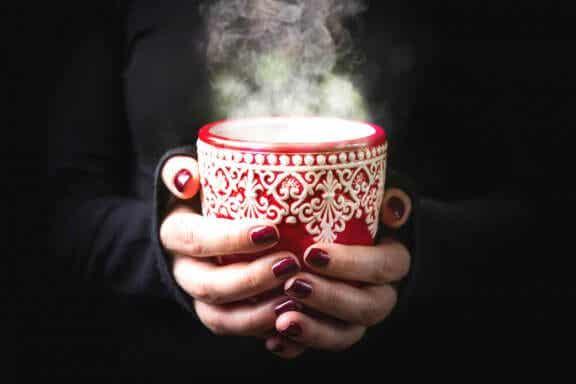 5 boissons chaudes et froides pour calmer les maux de gorge