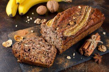 Un délicieux cake banane, miel et cannelle