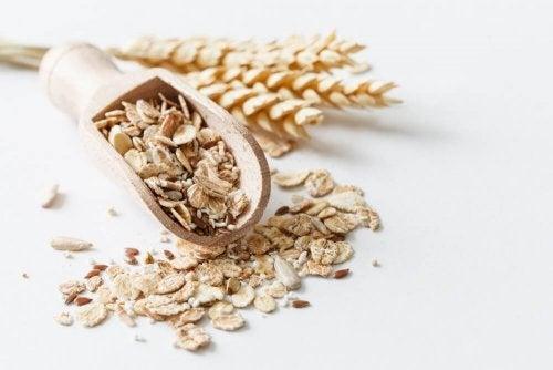 Les avantages de consommer des céréales complètes plutôt que des céréales industrielles