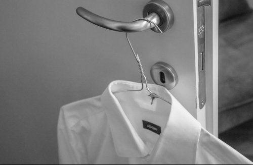 4 astuces pour laver les poignets et cols de chemises