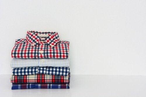 Apprenez à plier vos chemises en un temps record