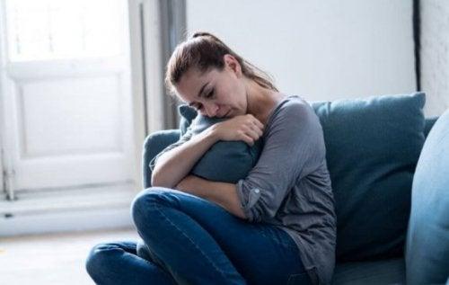 Comment réagir si votre conjoint disparaît et ne vous rappelle que quelques jours après ?