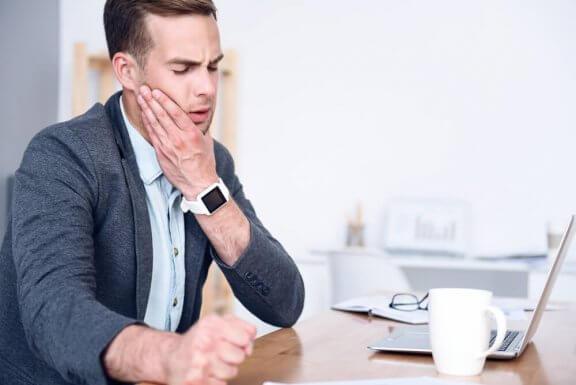 5 remèdes maison pour calmer les douleurs de mâchoire