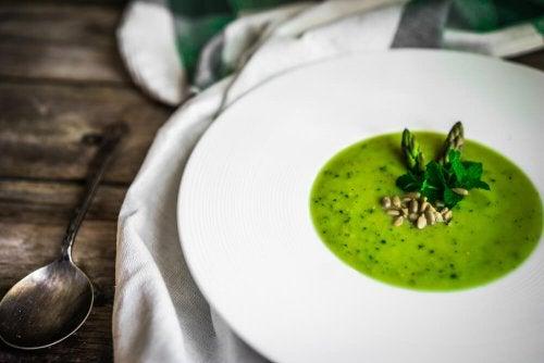 Gaspacho d'asperges vertes : recette savoureuse et végétarienne