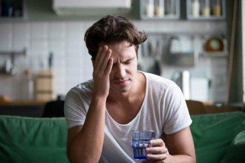 Le mal de tête fait partie des symptômes du stress
