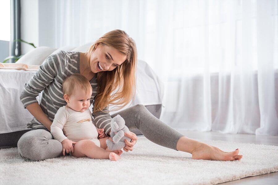 comment apprendre à votre bébé à s'asseoir ?