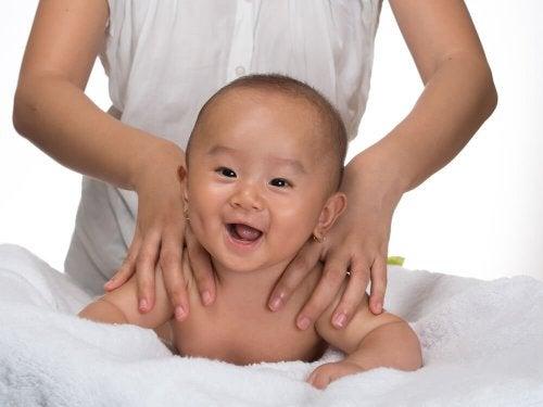 Quels sont les meilleurs massages pour bébé ?