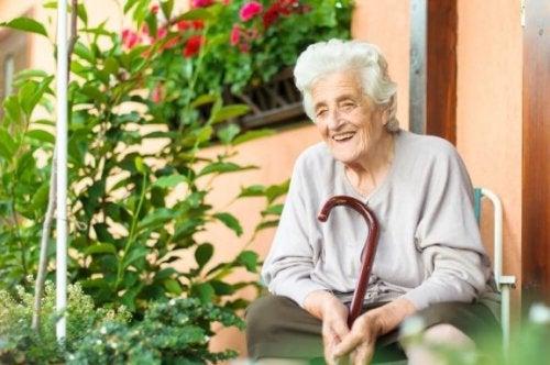 6 conseils pour aider une personne âgée à supporter une maladie
