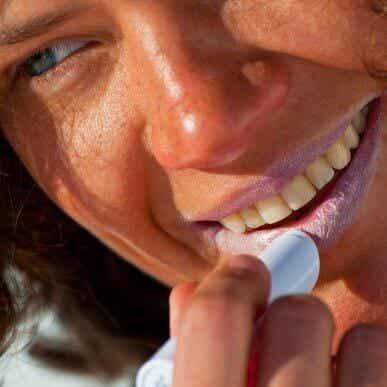6 conseils pour protéger la peau de vos lèvres du soleil