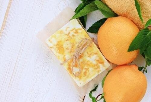 savons à la glycérine avec des pelures d'orange