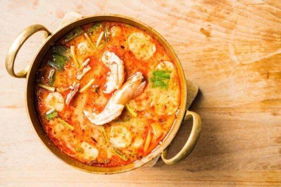 شوربة حساء المأكولات البحرية سهلة التحضير